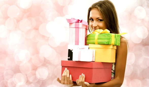 Любой подарок отражает вашу натуру, даже если вы всевозможными путями пытаетесь  не проявлять свой характер. И вручение подарка – это вовсе не долг, который необходимо в обязательном порядке исполнить, а в первую очередь знак внимания и уважения к виновнику торжества. Если у вас нет времени на покупку подарка или вы забыли это сделать, не нужно поручать это кому-либо. Может случиться так, что даже в шикарной упаковке подарок уже на следующий день после праздника займет свое вечное место в углу кладовки.