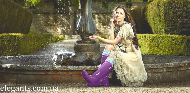 """Оставаться красивой и модной в любую погоду хочется любой женщине. Но что поделать, если модные туфельки - это совсем неподходящая обувь для ходьбы по лужам? В таком случае на помощь могут прийти модные и стильные резиновые сапоги. Да, когда-то при упоминании резиновых сапог у нас появлялись лишь ассоциации с рыбалкой и огородом. И это не удивительно, ведь резиновые сапоги тогда выглядели грубо и совсем не тянули на звание элегантной обуви. Сейчас же дизайнеры предлагают изящные, яркие и модные резиновые сапоги, которые не только защитят ножки от капризной погоды, но и поднимут настроение в ненастный день. Сегодня есть столько разных видов резиновых сапог, что даже заядлая модница может выбрать парочку по своему вкусу. Материал, из которого изготавливаются резиновые сапоги, отличается легкостью, прочностью и эстетичным внешним видом. Внутренняя поверхность сапог обычно выполнена из текстиля яркой расцветки. Для слякотной зимы или холодной осени дизайнеры предлагают резиновые сапоги с утеплителем, который не впитывает влагу и предохраняет ноги от перемерзания. Современные резиновые сапоги могут быть разнообразной расцветки или дизайна. Очень стильно смотрятся сапоги в клеточку, в полоску, в горошек, с растительным и животным принтом. Декорируются они бусинками, стразами, ремешками, цветочками. На нашем сайте: elegants.com.ua - интернет магазине """"Элегант"""" Вы, Дорогие, сможете купить обувь сапоги и  все, что Вам понравится.  Желаем Вам, Дорогие, приятных и успешных покупок! Наш магазин находится по адресу: город Сумы (Украина), ул. Кооперативная, 1, ТЦ """"Киев"""" 5-й этаж, маг №21 """"С+3 : мужское белье"""" АКЦИИ! СКИДКИ! Звоните и заказывайте : ☎ + 38 050 571-42-38,   ☎ + 38 097 952-99-61. Дорогие покупатели, ждем Вас, в нашем официальном магазине!"""